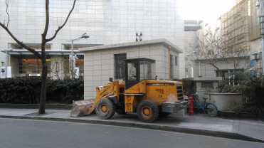 Shanghai bulldozer on sidewalk 2