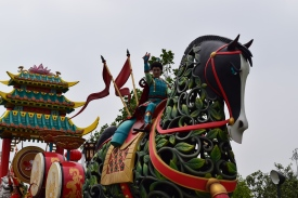 A very cool Mulan in the parade