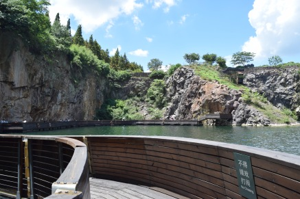 The floating bridge in the old quarry